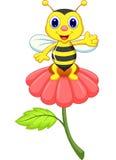 在红色花的逗人喜爱的小的蜂动画片 库存图片