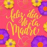 在红色花纹花样西班牙贺卡的母亲节和金子发短信给Feliz dia de la Madre 传染媒介花卉桃红色背景为 库存照片