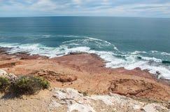在红色虚张声势的风景海景 免版税库存图片