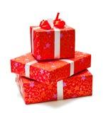 在红色装箱的三礼品在空白背景 免版税库存照片