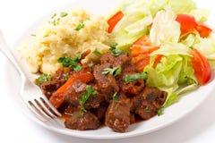 在红色调味汁的希腊牛肉 免版税库存图片
