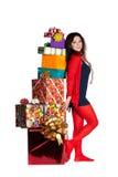 在红色身分附近把礼品女孩装箱 库存图片