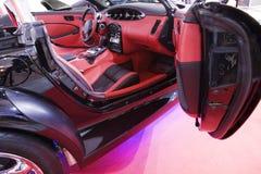 在红色里面的汽车 免版税图库摄影