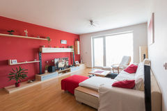 在红色,白色和黑颜色的室内设计 免版税图库摄影