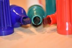 在红色,蓝色和绿色的三个永久标志 图库摄影