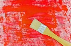 在红色绘画背景的画笔 免版税图库摄影