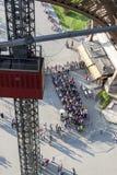 在红色filt -艾菲尔铁塔,巴黎的鸟瞰图。 免版税图库摄影