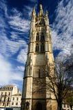 在红葡萄酒,法国游览Pey-Berland钟楼和大广场 免版税库存照片
