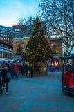 在约克公爵广场的装饰的圣诞树在伦敦英国 免版税图库摄影