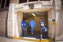 在约克街道布鲁克林NYC的F培训 免版税库存图片