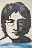 在约翰・列侬墙壁布拉格上的约翰・列侬街道画 库存图片