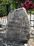 在约翰尼Appleseed坟墓的墓石  免版税图库摄影