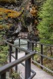 在约翰逊峡谷加拿大的上部瀑布 图库摄影