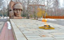 在纪念坟墓的永恒火在莫斯科火焰致力了胜利二战 免版税库存照片