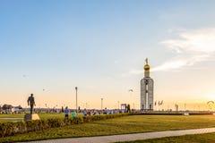 在纪念复杂` Prokhorovskoe杆坦克战场`的钟楼 航空学` Belogorie ` Nebosvod节日  免版税库存图片