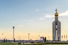 在纪念复杂` Prokhorovskoe杆坦克战场`的钟楼 航空学` Belogorie ` Nebosvod节日  库存图片