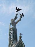 在纪念碑的鸟 免版税图库摄影