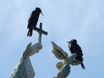 在纪念碑的鸟 免版税库存照片