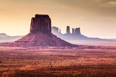 在纪念碑谷的不可思议的日落 免版税库存图片
