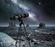 在纪念碑谷的望远镜 免版税库存照片