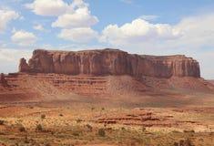 在纪念碑谷的稍兵Mesa arizonian 库存照片