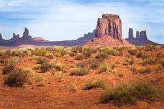 在纪念碑谷的老狂放的西部 免版税库存图片