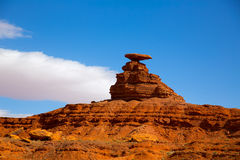 在纪念碑谷附近的墨西哥帽美国163风景路 库存照片