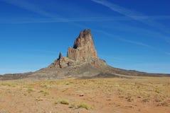 在纪念碑谷,亚利桑那附近的偏僻的岩石 库存照片