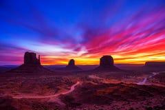 在纪念碑谷,亚利桑那,美国的日出 免版税库存图片