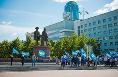 在纪念碑附近的自民党集会对创建者 免版税库存图片