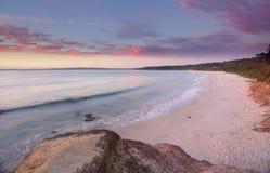 在纳尔逊海滩Jervis海湾的日出 免版税库存照片
