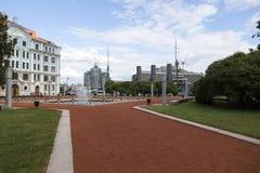 在纳希莫夫海军学校前面的喷泉在圣彼德堡 免版税图库摄影