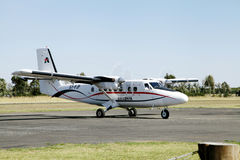 在纳纽基简易机场的小航空器 免版税库存图片
