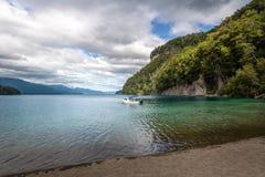 在纳韦尔瓦皮湖-别墅La苦味液,巴塔哥尼亚,阿根廷的巴伊亚Mansa海湾 库存照片