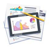 在纸和片剂的统计数字摘要 免版税图库摄影