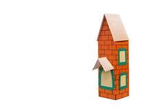 在纸外面的玩具房子 免版税库存图片