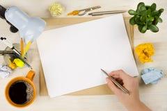 在纸张的现有量图画 企业创造或brainstroming的概念 免版税库存照片