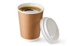在纸板杯子的被开张的外卖咖啡 免版税库存图片
