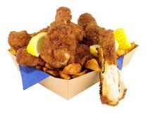 在纸板的南部的油煎的小鸡拿走盘子 免版税图库摄影