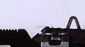 在纸片的真实的故事打字机 关闭 股票录像
