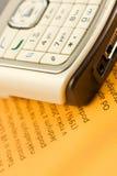 在纸电话的移动桔子 免版税库存图片