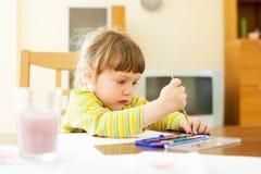 在纸的儿童绘画 库存图片