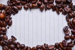 在纸的咖啡豆笔记的 免版税库存图片