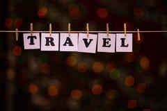 在纸的旅行文本与与诗歌选bokeh的晒衣夹在背景 图库摄影