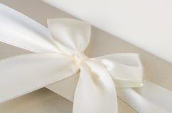 在纸的白色丝带 免版税库存图片