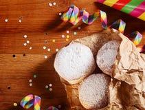 在纸的自创狂欢节油炸圈饼在台式 免版税库存图片