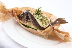 在纸的被充塞的鱼 免版税图库摄影