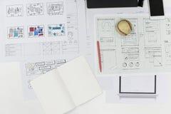 在纸的起始的企业网站内容设计版面 免版税库存图片
