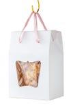 在纸箱礼物的自创谷物曲奇饼在白色ba垂悬 免版税库存图片