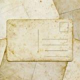 在纸背景的老葡萄酒明信片 免版税库存图片